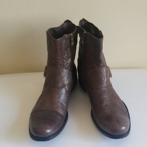 Via Spiga Mens Cocoa Brown Boot, EEUC, Sz. 13